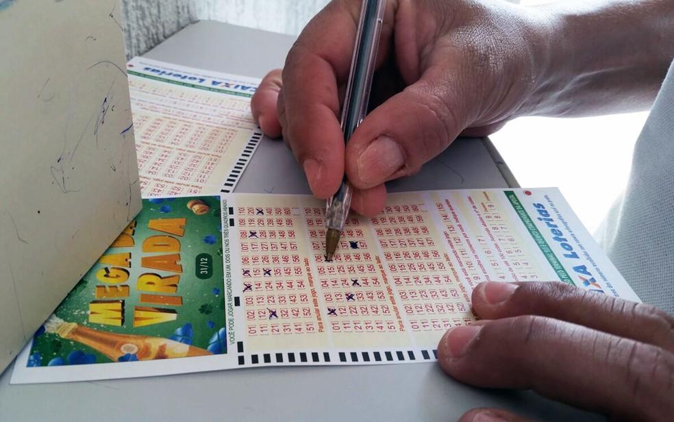 Mega-Sena da Virada teve 17 acertadores e pagou o maior prêmio da história das loterias no Brasil: R$ 306,7 milhões. (Foto: Heloise Hamada/G1)