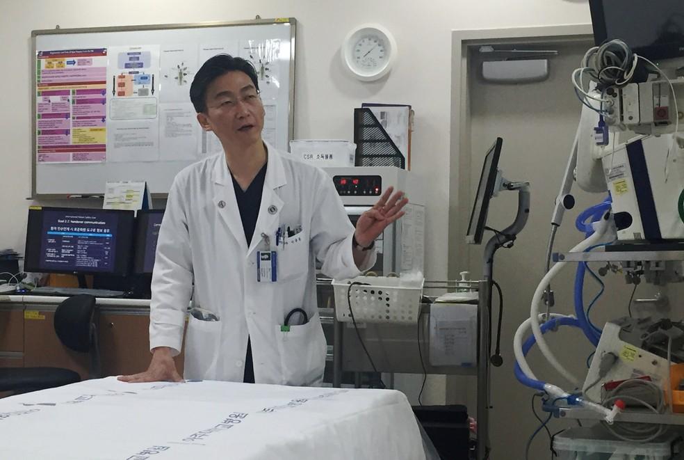 Lee Cook-jong, cirurgião sul-coreano que operou desertor da Coreia do Norte (Foto: Yang Hee-kyong/Reuters)