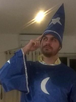 Flavio se fantasiou de mago após acertar o placar (Foto: Flavio Spina/Arquivo pessoal)