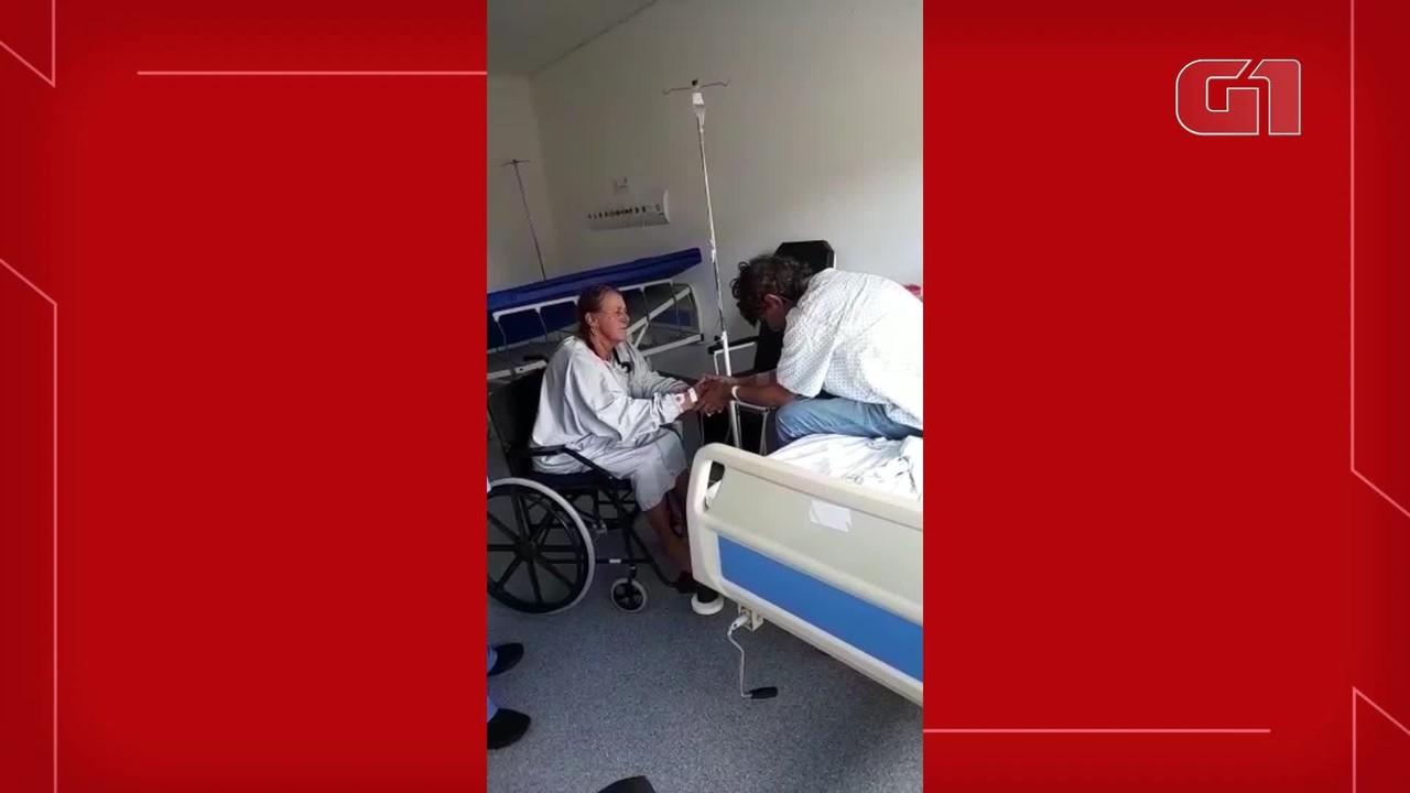 Mãe e filho se reencontram no hospital após ficarem internados por Covid-19