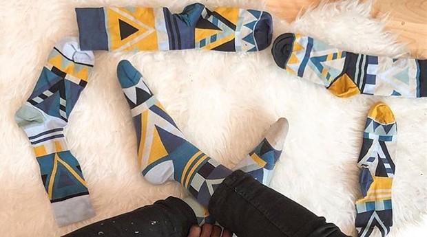 As meias podem ser combinadas de várias maneiras (Foto: Reprodução/instagram/solo.socks)