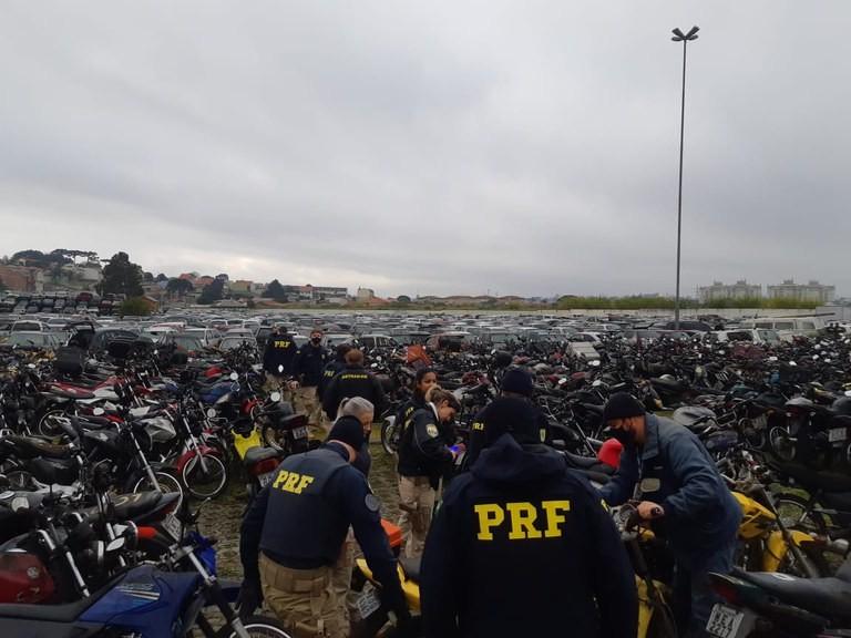 PRF faz leilão online com mais de 100 veículos conservados que podem voltar a circular, no Paraná