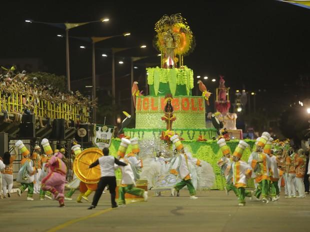 sonhar com escola de samba