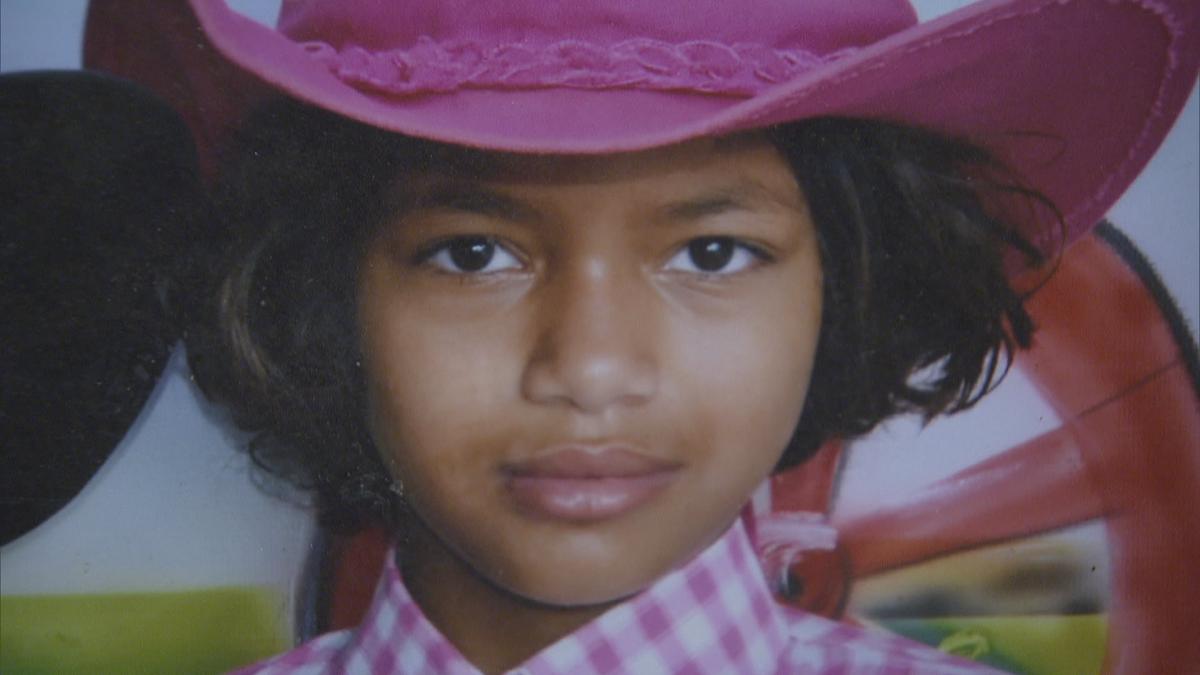 Família enterra menina morta por primo no DF um mês após crime
