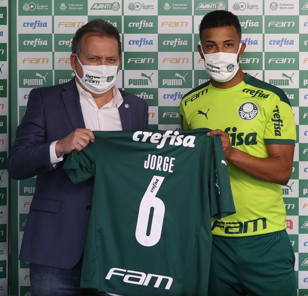 Palmeiras apresenta o lateral Jorge — Foto: Agência Palmeiras