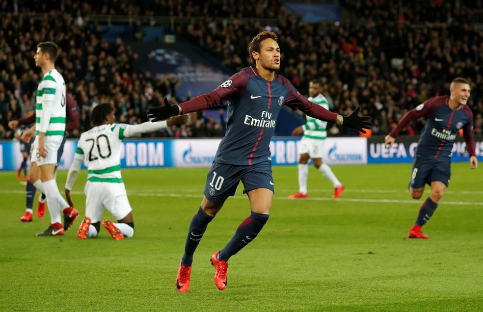 Neymar comemora contra o Celtic: craque brasileiro soma seis gols nesta fase de grupos (Foto: REUTERS/Charles Platiau)