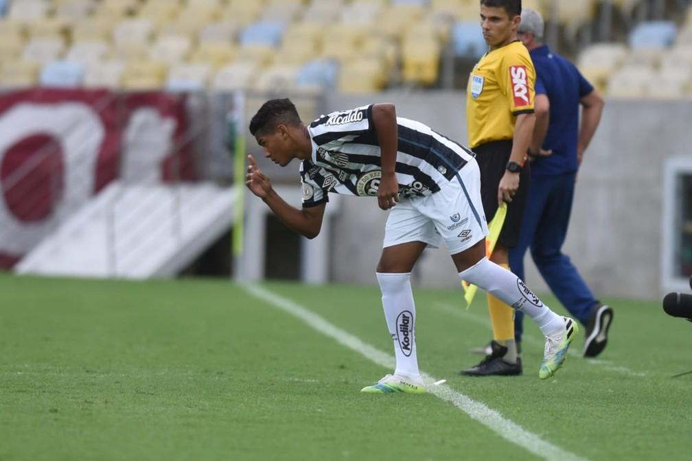 Ângelo, de 15 anos, estreou pelo Santos neste domingo, contra o Fluminense — Foto: Ivan Storti/Santos FC