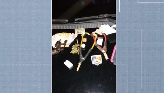 Três homens são presos ao serem flagrados arremessando drogas com estilingue no Conjunto Penal de Feira de Santana