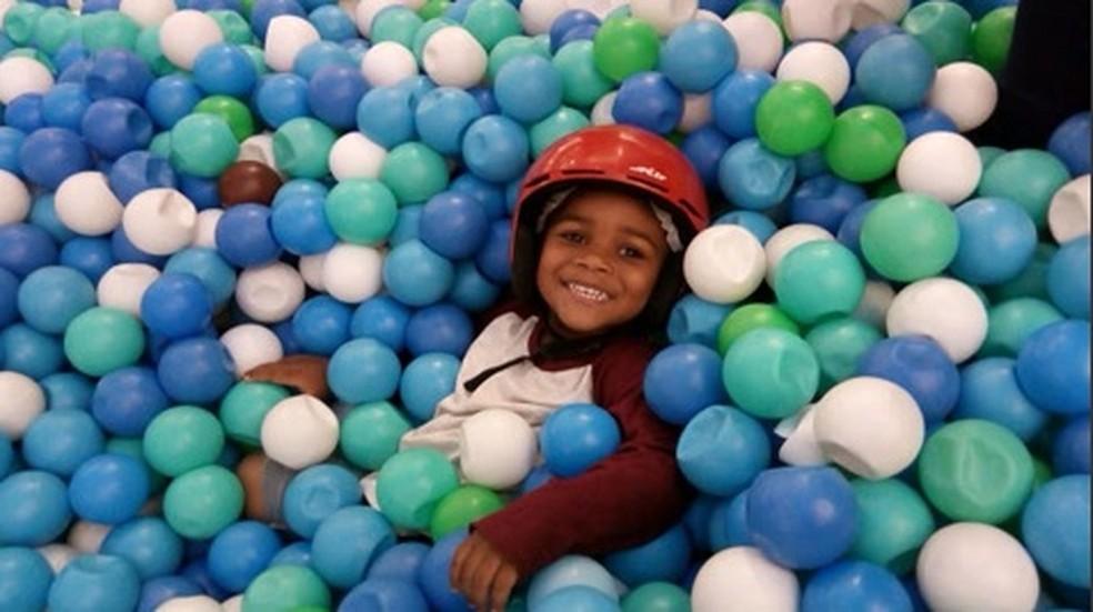 Miguel Otávio, de 5 anos, morreu ao cair do 9º andar de edifício no Recife — Foto: Reprodução/Facebook