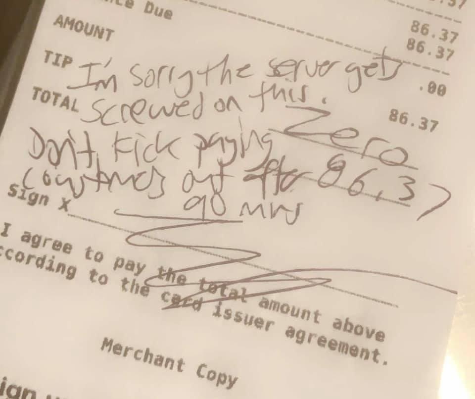 Garçonete ganha R$ 11 mil de gorjeta  após ser xingada por outro cliente em conta