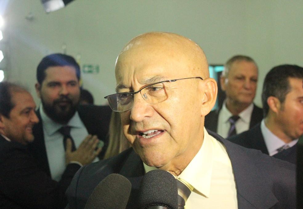 Confúcio Moura (MDB) destacou que irá cuidar da educação durante seu mandato em discurso.  — Foto: Mayara Subtil/G1