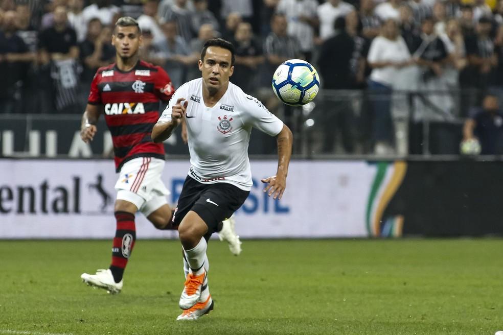 Jadson, meia do Corinthians, em ação na partida contra o Flamengo — Foto: Rodrigo Gazzanel / Ag.Corinthians