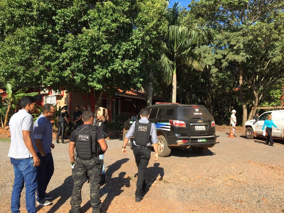 Polícia realizou ação de combate ao furto de energia em cidade turística de MS — Foto: Energisa/Divulgação