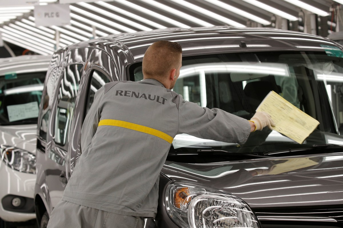 Renault to cut 15,000 jobs worldwide to reduce costs