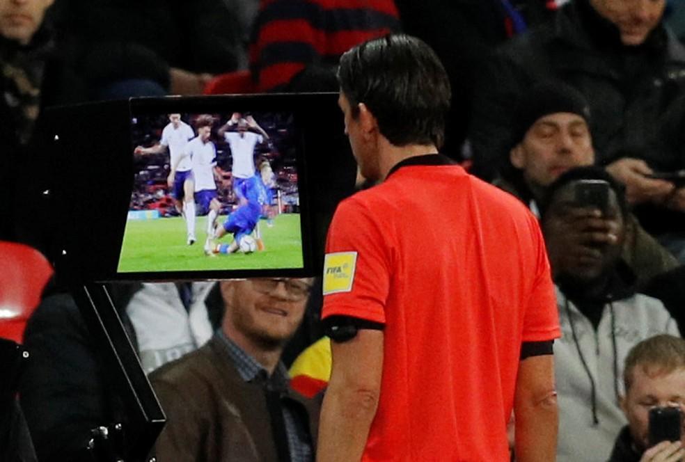 Replays ajudarão árbitros em lances duvidosos envolvendo gols, pênaltis, expulsões e erros de identificação (Foto: REUTERS)