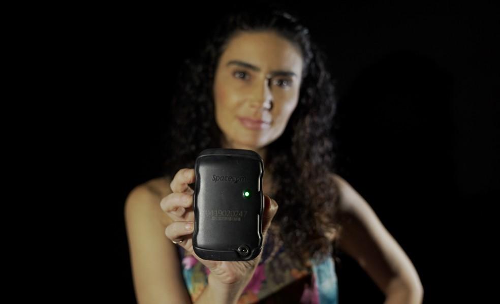Atriz Cristiane Machado foi a primeira mulher no RJ a receber botão do pânico — Foto: Jorge Soares / G1
