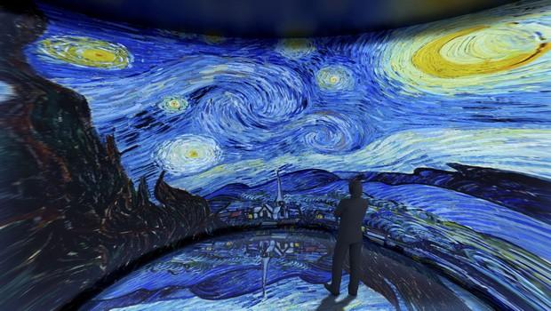 Sala com exibição da obra 'Noite Estrelada Sobre o Ródano' na exposição de van Gogh em São Paulo (SP) (Foto: Divulgação)