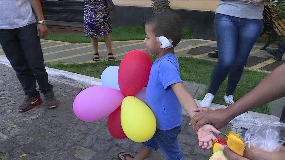 Quatro crianças feridas no incêndio em creche de Janaúba têm alta (Foto: TV Globo)