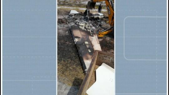 Destroços de aeronave que caiu no sul da Bahia são retirados de pista; uma pessoa morreu e feridos seguem internados