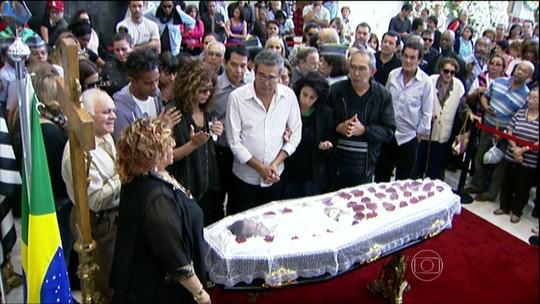 Corpo de Jair Rodrigues é enterrado em São Paulo