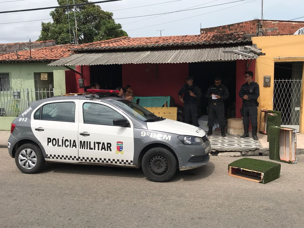 Ivan César da Silva, de 45 anos, foi morto dentro da sua capotaria no bairro Felipe Camarão, Zona Oeste de Natal (Foto: Kleber Teixeira/Inter TV Cabugi )