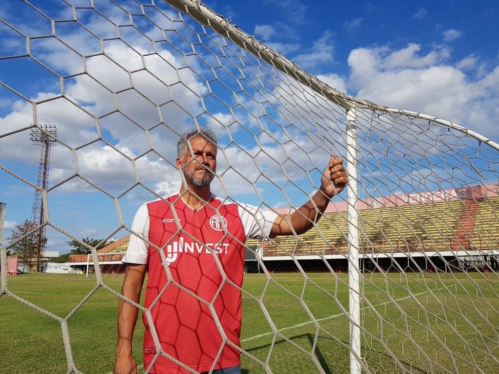 Antonio Villa Flor, coordenador do Sub-17 do América-RJ — Foto: Ronald Lincoln Jr./GloboEsporte