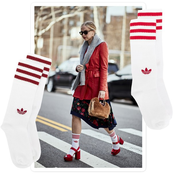 Usar meias street em looks ladylike é o truque de styling da vez! (Foto: Imaxtree)