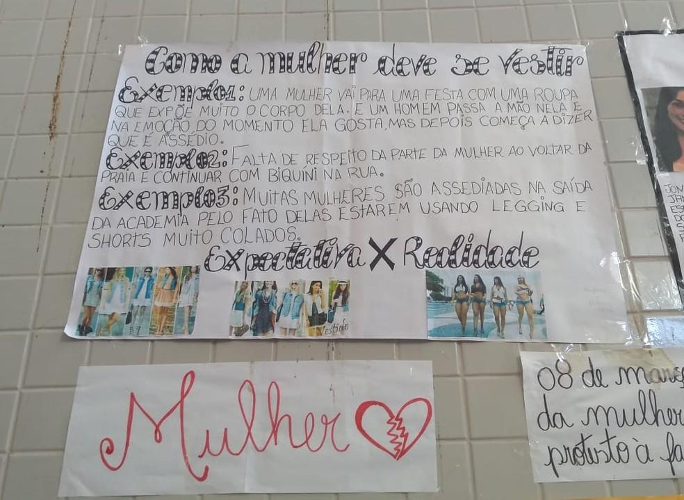 Cartaz dita regras sobre como as mulheres devem se vestir — Foto: Divulgação/Twitter