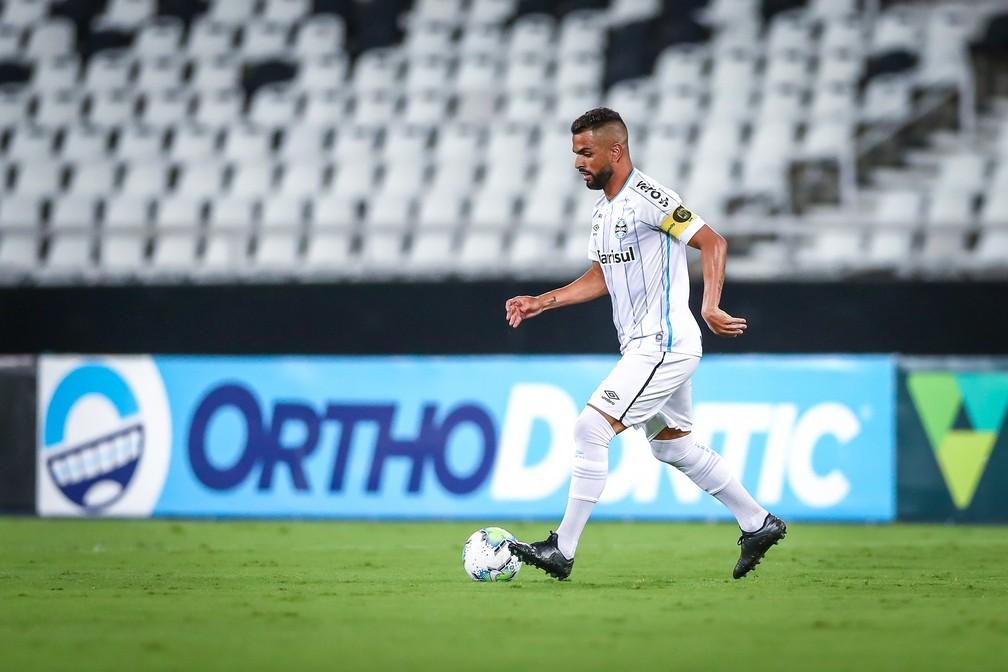 Maicon foi titular do Grêmio contra o Botafogo e deve seguir assim contra o São Paulo — Foto: Lucas Uebel/DVG/Grêmio