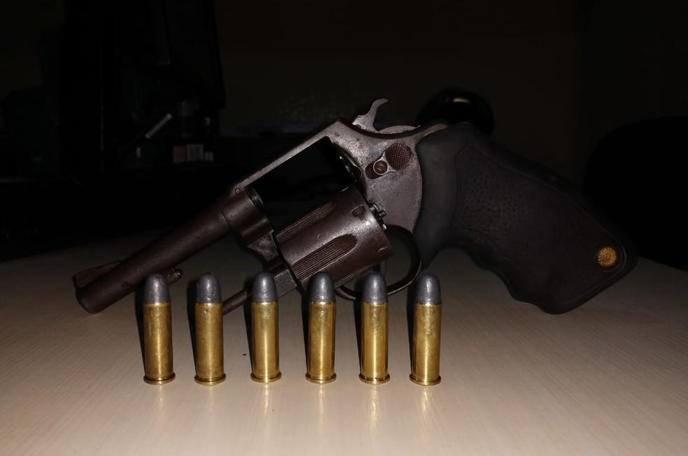 Arma apreendida em operação da Polícia Civil na fazenda Santa Lúcia, em Pau D'Arco, no Pará.  — Foto: Reprodução / Polícia Civil