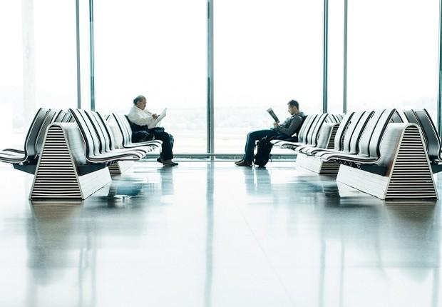 Passageiros aguardam voo em aeroporto (Foto: Pexels)