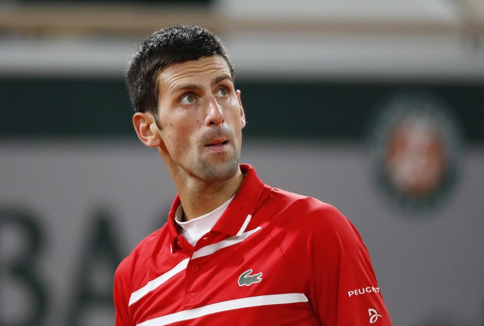 Novak Djokovic contra Rafael Nadal em Roland Garros — Foto: REUTERS