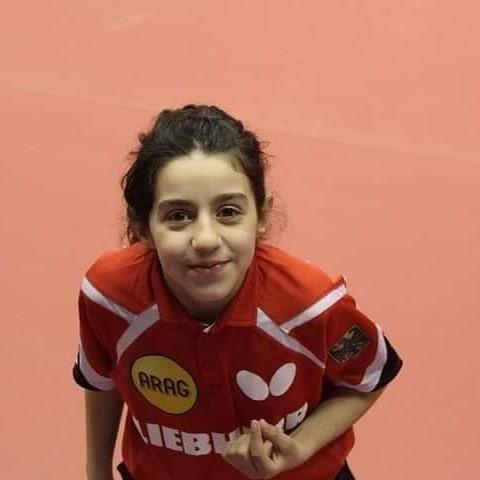 A síria Hend Zaza, de 12 anos, disputou o tênis de mesa nas Olimpíadas de Tóquio (Foto: Reprodução Instagram/@hend.zaza)