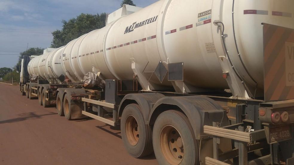 Carga com 57 mil litros de óleo diesel avaliada em R$ 203 mil foi recuperada — Foto: Polícia Militar de Mato Grosso/Assessoria