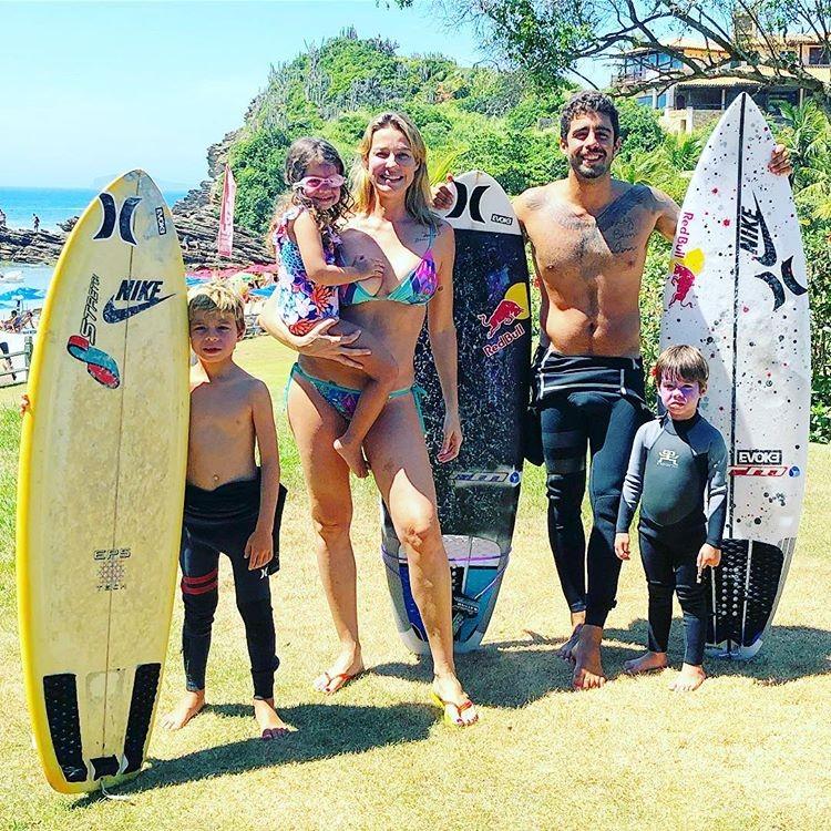 Dom, Luana Piovani, Liz, Pedro Scooby e Bem (Foto: Reprodução/Instagram)