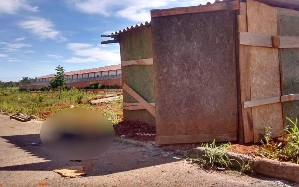 Local onde o corpo sem cabeça encontrado em Hidrolândia, Goiás — Foto: José Washington/TV Anhanguera