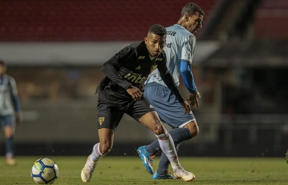 Joao Rojas em ação no jogo-treino: equatoriano foi recém-contratado e já é titular (Foto: Miguel Schincariol/saopaulofc.net)