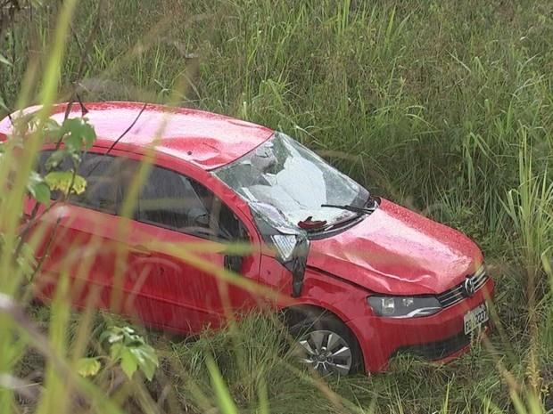 Acidente aconteceu na rodovia Prefeito Benedito de Oliveira Vaz  (Foto: Reprodução/TVTEM)