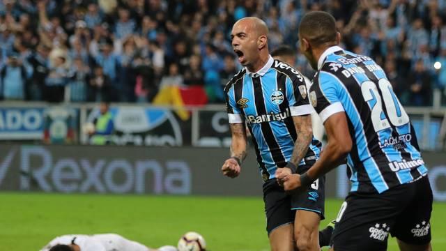 Tardelli abre o placar em Grêmio 2 x 0 Libertad pela Libertadores