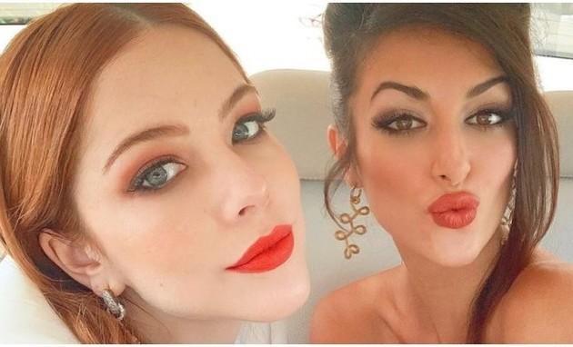 Bia Arantes e Anaju Dorigon viveram um par em 'Órfaos da Terra' e brincaram com torcida de fãs para namorar (Foto: Reprodução/Instagram)