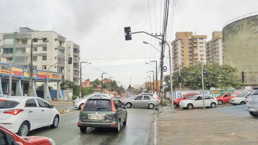 Em São Luís, semáforos desligados por conta do apagão causaram transtornos no trânsito  (Foto: Magno Maia)