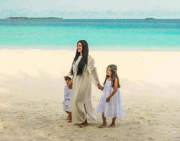 Simaria com os filhos nas Maldivas (Foto: Reprodução)