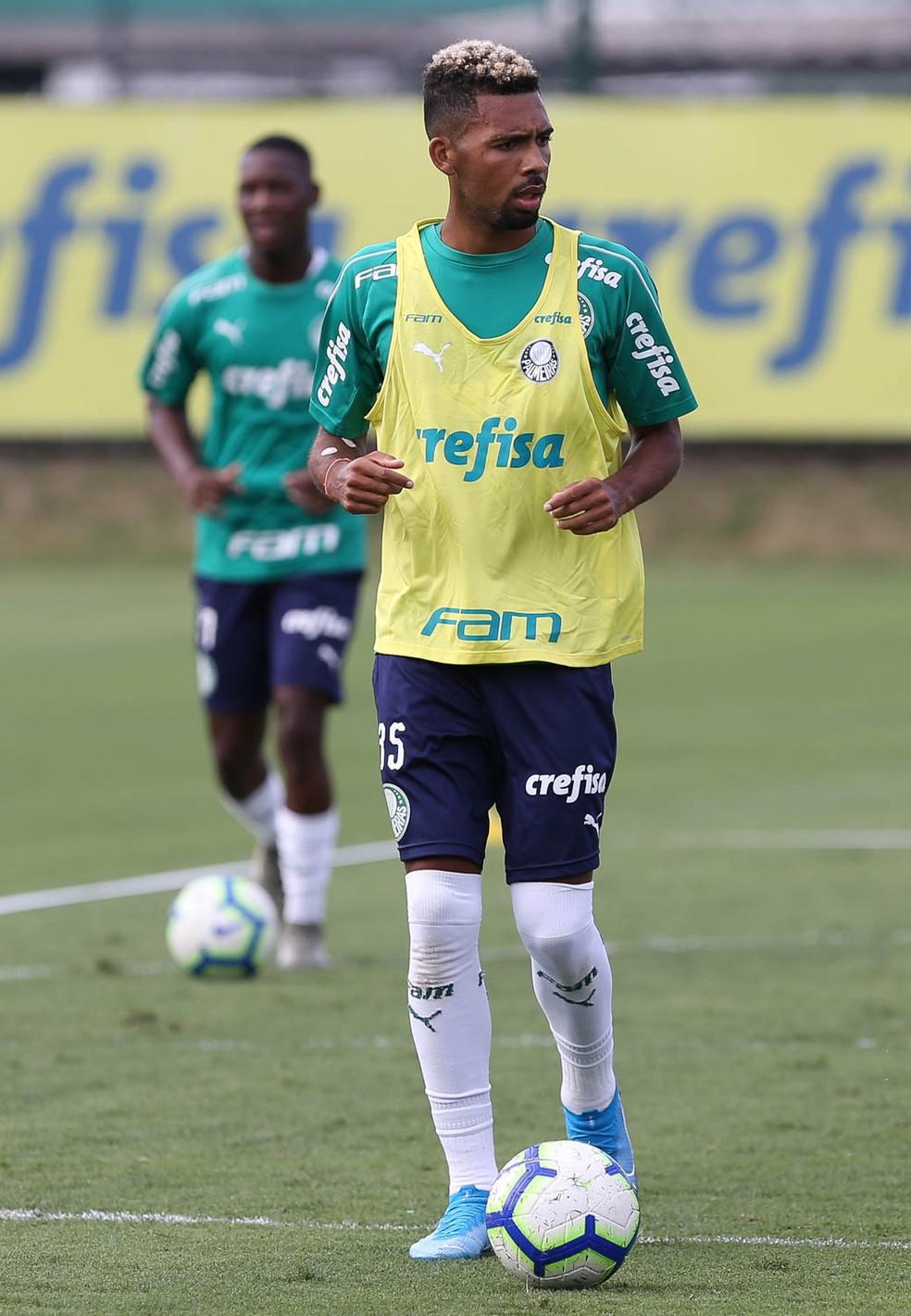 Matheus Fernandes em treino do Palmeiras — Foto: Cesar Greco / Ag Palmeiras