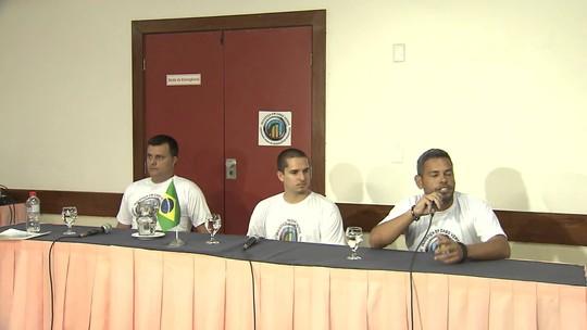 Velejadores brasileiros que estavam presos na África voltam ao Brasil