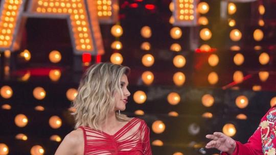 Look de Fernanda Lima com tiras vermelhas é eleito o melhor da temporada