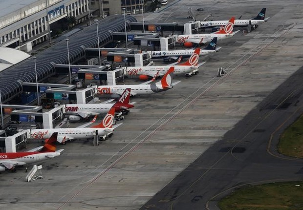 Aviões são vistos no aeroporto Santos Dumont no Rio de Janeiro, Brasil (Foto: Nacho Doce/Reuters)