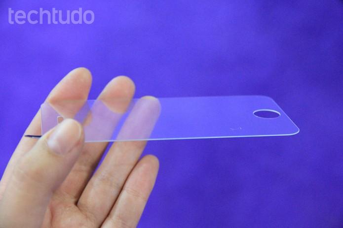 Película é capaz de proteger a tela do celular contra martelo, furadeira e mais (Foto: Anna Kellen Bull/TechTudo)