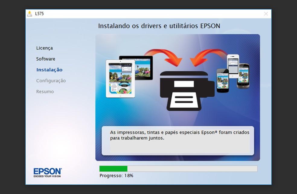 Espere o driver ser instalado e conecte a Epson L575 ao computador (Foto: Reprodução/Thiago Rocha)