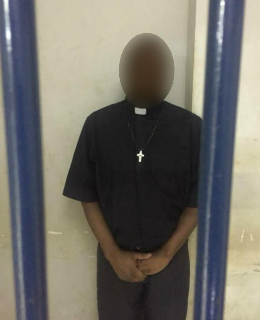 Vestido com batina e dizendo ser padre, homem é preso com mais de 100 kg de droga em rodovia de MS