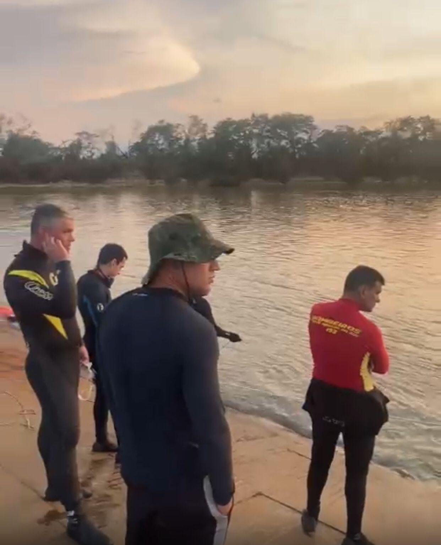 Corpo de Bombeiros retoma buscas pela 7ª vítima do naufrágio de barco-hotel no Pantanal de MS